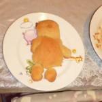 Мишка на тарелке.