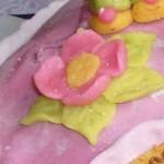 Цветы из марципана на торт.