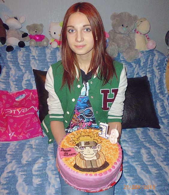 Дочь с тортом.