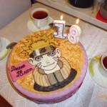 Зажгли свечи на торте.
