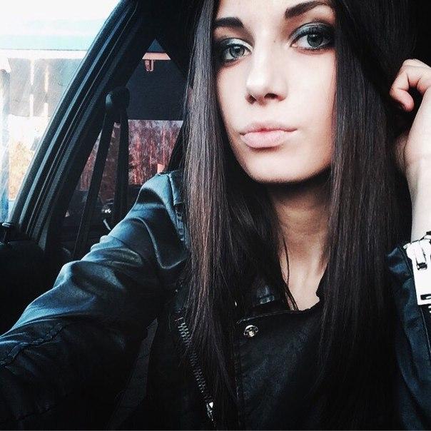 В машине.