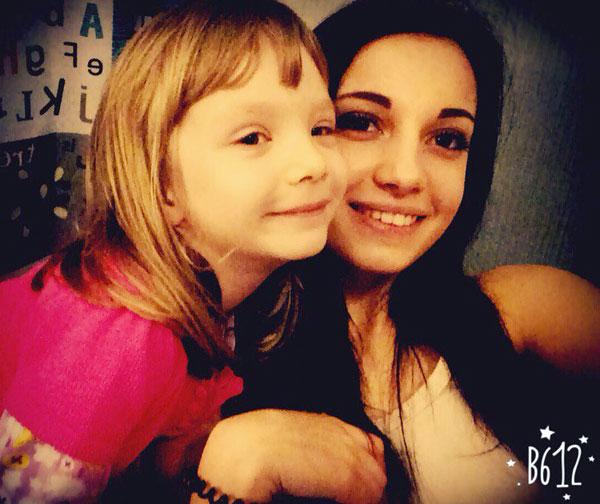 С сестрой.