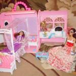 Кровать для Барби с балдахином.
